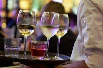 Ofertas de camarero en toda España para la campaña de Semana Santa y Verano 1
